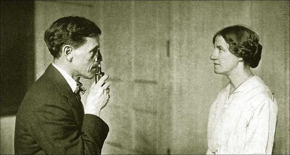 Le Dr. William Bates, ophtalmologiste new-yorkais, mit au point au début du 20ème siècle, la méthode d'amélioration de la vue qui porte son nom.
