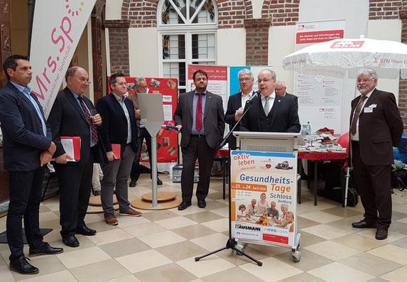 Schirmherr Dr. Georg Kippels MdB begrüßte die Gäste und Aussteller