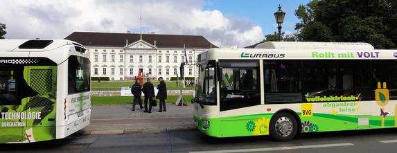 Der Eurabus 1.0 im Mai 2012 vor Schloss Bellevue in Berlin.