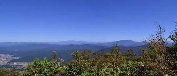 白山と右手前の部子山