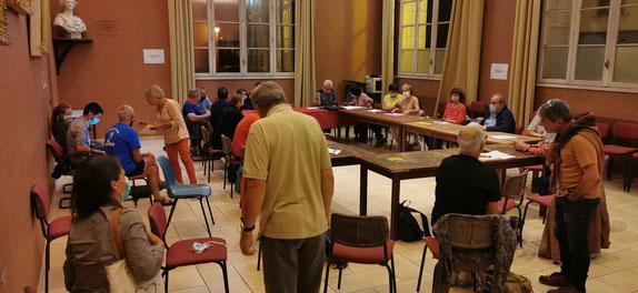 """Collectif """"Touche Pas à Ma Forêt 64"""" au travail. Organisation de la marche du 10 Octobre 2020 contre le Projet Florian de Lannemezan. Déjà 12 structures réunies sur le Béarn et Pays Basque."""