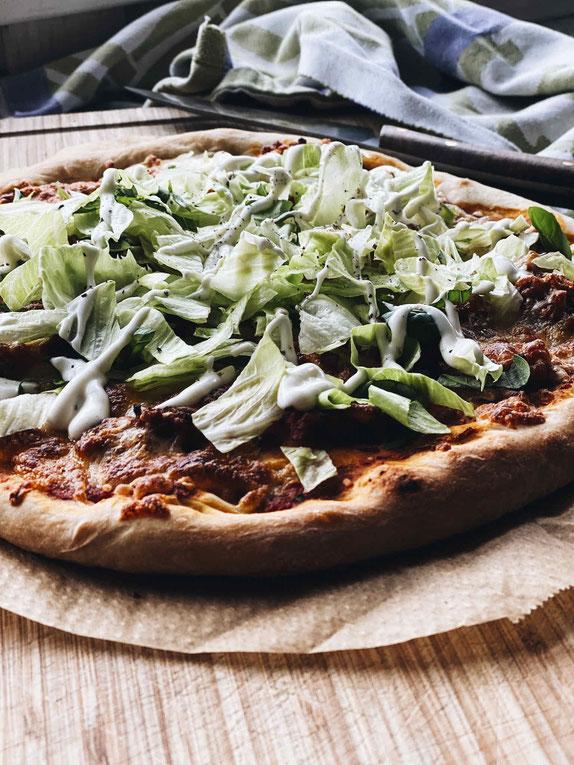 DÄNISCHE PIZZA MIT BOLOGNESE & SALAT