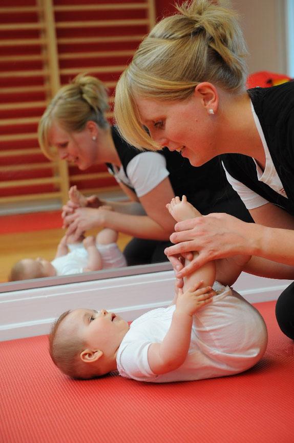 Physiotherapeuten empfehlen, bei Kindern mit KiSS-Syndrom möglichst frühzeitig mit der Behandlung zu beginnen. © IFK