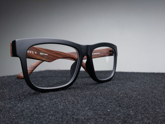 Brille als Zeichen für Crowdfunding-Kampagne