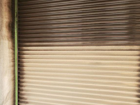 大垣市、養老町、上石津町、輪之内町、安八町、神戸町、垂井町、瑞穂市、池田町で外壁塗装工事中の外壁塗装工事専門店。大垣市割田で外壁塗装工事/下塗り作業中