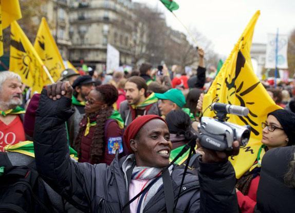Der kenianische Bauer Kisilu Musya berichtet am Weltklimagipfel in Paris aus erster Hand über die Folgen des Klimawandels (Bild: srf.ch)
