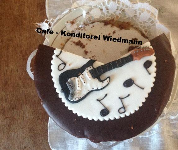 Die Gitarrensacher - Dagmar von der - Konditorei Wiedmann in Landeck -  wünschte uns gutes Gelingen - Danke !!!!