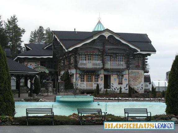 Blockhaus-Hotel aus Kelo-Holz in Finnland - Holzhaus bauen - Blockhausbau