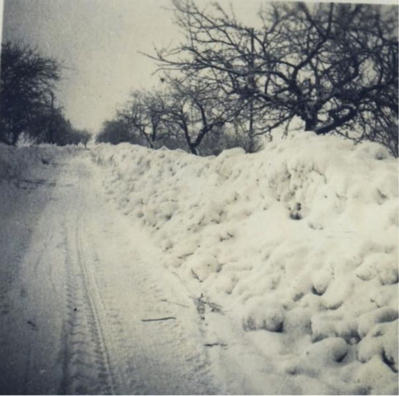 Winter mit viel Schnee, wenn ich richtig zurück denke ca. 1963/64 Wo ist die Aufnahme aufgenommen, hinter der Lehmkuhle und Krauls Garten in Richtung Ribbensdorf.