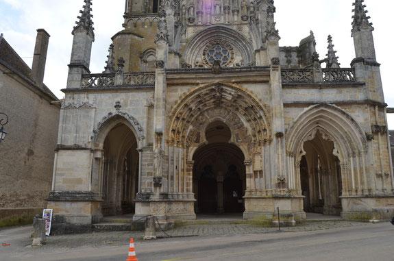 Magnifique église de St Père, majestueuse et impressionnante, elle aussi marquée par le temps
