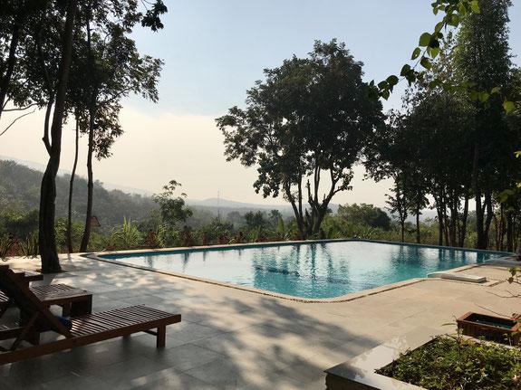 Der Pool des Hotels mit tollen Blick auf die Umgebung