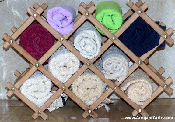 Puedes colocar las toallas enrolladas en un viejo botillero - AorganiZarte
