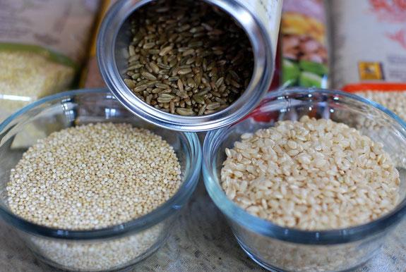 Brauner Reis, Quinoa und Hirse sind gesunde Alternativen.