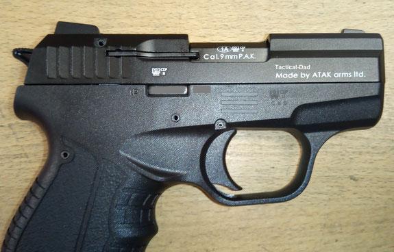 Zoraki 906 Schreckschusspistole in 9mm PAK ohne PTB. Die Laufsperre ist etwas dünner als bei der deutschen PTB-Version.
