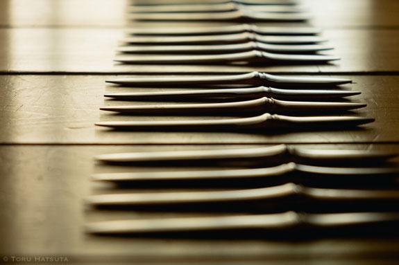 煤竹の菓子切りも日々削りつづけています(竹工芸家 初田徹)