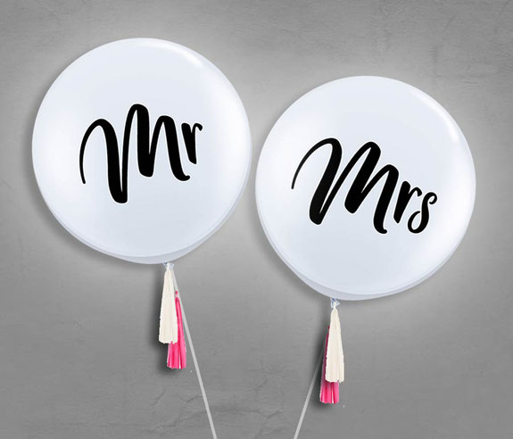 Ballon Latexballon Riesenballon XXL Mr Mrs Hochzeit Foto Fotoshooting Fotograf Bilder Hochzeitsbilder Hochzeit Versand weiß Braut Brautpaar