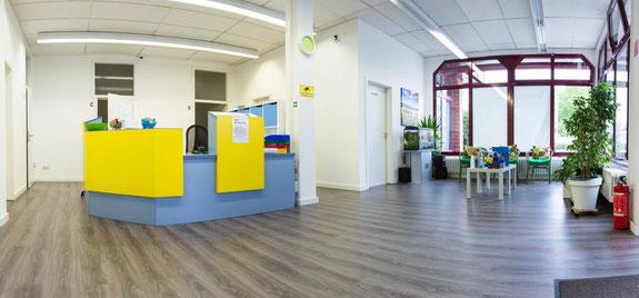 Praxis für Physiotherapie in Mannheim Neckarau - Empfang und Wartebereich