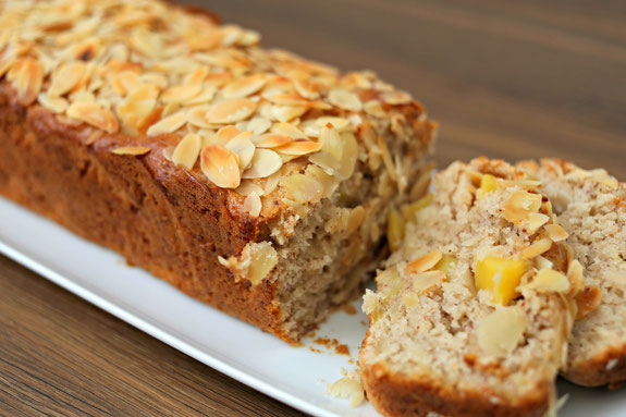 Bild zum Rezept für Steamer und Dampfgarer: Bananen-Mango-Cake.