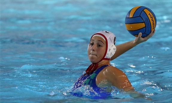 Buxtehuder Tageblatt vom 25. Juni 2016: Foto von Jens Witte: Gina Marie Nonne hat das Wasserballspielen beim Buxtehuder SC erlernt und hat es nun in die U15-Nationalmannschaft geschafft.