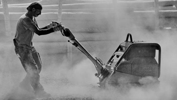 Andreas Maria Schäfer, Fotografiewelten, Fototipps, fotograph1956, Streetfotografie,Bauarbeiter,Dust in the Wind, Blendewettbewerb,Photoindustrieverband,prophoto,Oberhessische Presse, Schwarzweiss,