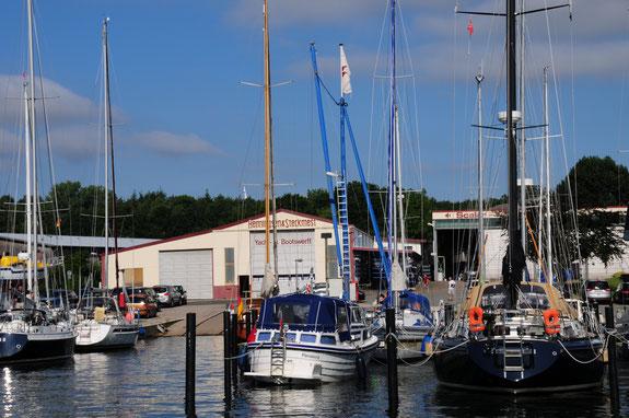 Die Werft von Henningsen und Steckmest, einer der schönsten Liegeplätze an der Schlei