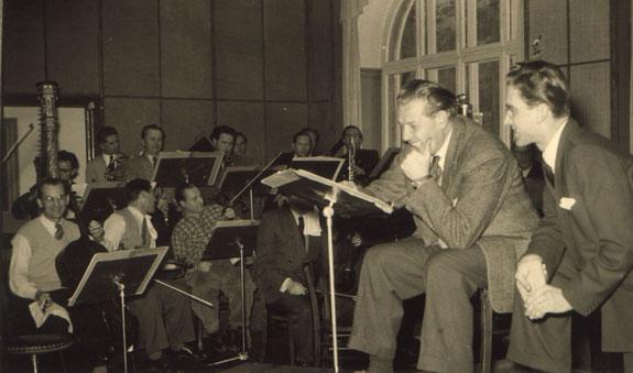 Willi Stech und Toni Leutwiler bei Aufnahmen mit dem Kleinen Orchester des SWF