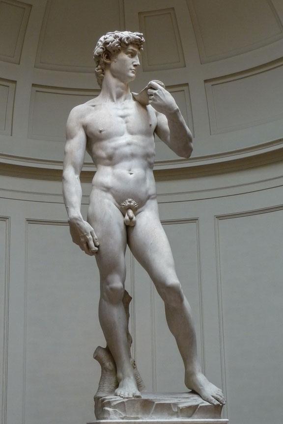 1504年にミケランジェロが完成させたダビデ像は、ルネサンス期を代表する作品の一つ。