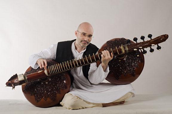 Carsten Wicke, Rudra Vina, Indische Musik, Konzert & Workshop im Zentrum für Interkulturelle Musik, Kassel, 2019