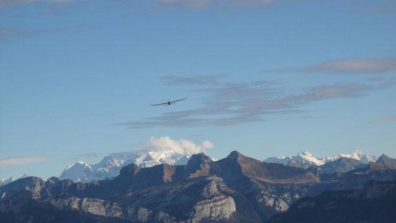 Chaîne du Mt Blanc vue des Crêts (vol d'Arrow)