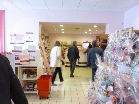 """Détour presque obligatoire dans la boutique de vente des produits """" maison """""""
