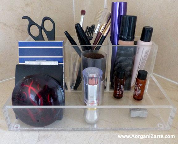 Utiliza organizadores para guardar los maquillajes - AorganiZarte