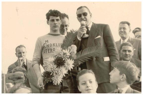 Jef Teuwissen op het podium in 1958