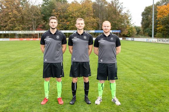 Fußballobmann Jens Schipmann, Torwarttrainer Thorsten Jongebloed, Trainer Thomas Dreesmann und Betreuer Markus Tammen