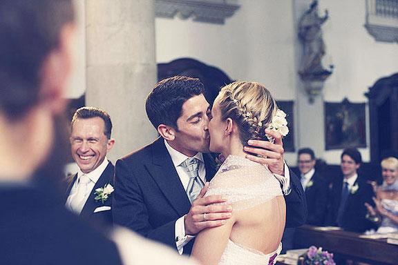 Hochzeitsfotograf fotografiert in Düsseldorf eine Hochzeit in der Maxkirche