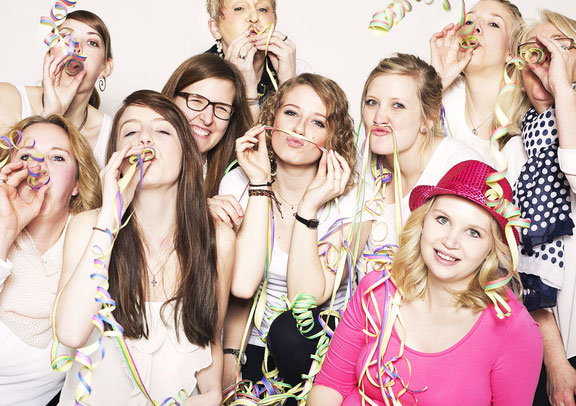 Junggesellinnen Abschied in Feierstimmung im Fotostudio beim Fotografen aus Osnabrück