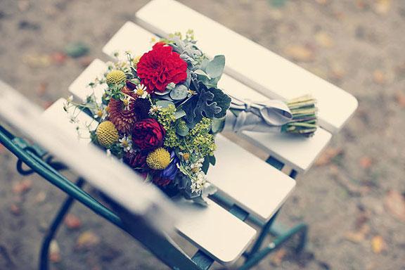 Hochzeitsfotografie von einem Brautstrauss in Cloppenburg