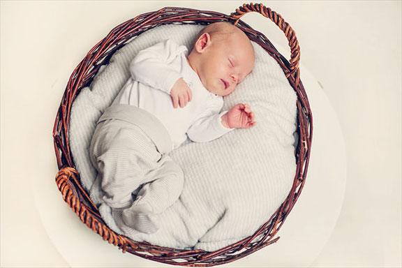 Babyfotografin aus Osnabrück fotografiert tolle und kreative Babyfotos im Fotostudio