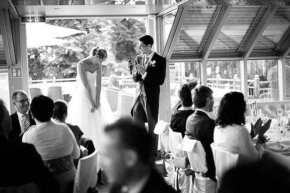 Hochzeitsfotografie von Gästen einer Hochzeit in der Düsseldorfer Schnellenburg