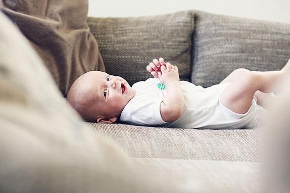 Fotograf aus Osnabrück fotografiert Babyfotos zu Hause