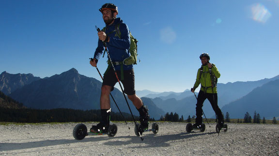 Skeiking, Langlaufen wie beim Tourengehen oder Schibergsteigen ohne Schnee.