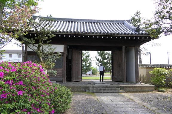 慶田寺正門