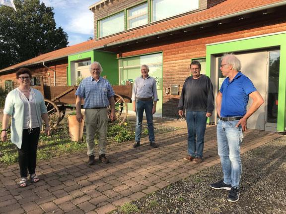 Foto NABU - von links: Die NABU Kreisvorsitzende/n: Margret Lohmann, Gütersloh, Lothar Meckling, Minden-Lübbecke, Friedhelm Diebrok, Herford, Bernd Milde, Lippe und Otmar Lüken, Paderborn