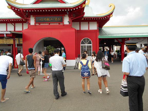 観光客も多く訪れる片瀬江ノ島駅前にて呼びかけをしました