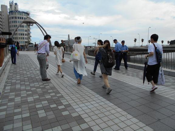 弁天橋でのキャンペーンの様子