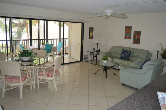 Siesta Key Vacation Rental - just Steps from famous Siesta Beach - Midnight Cove II