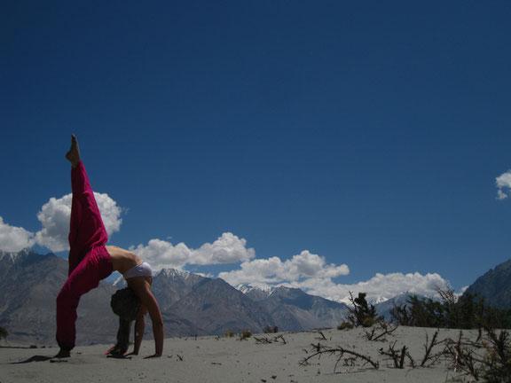 Eka Pada Urdhva Danurasana Yoga Ladakh Leh Himalaya