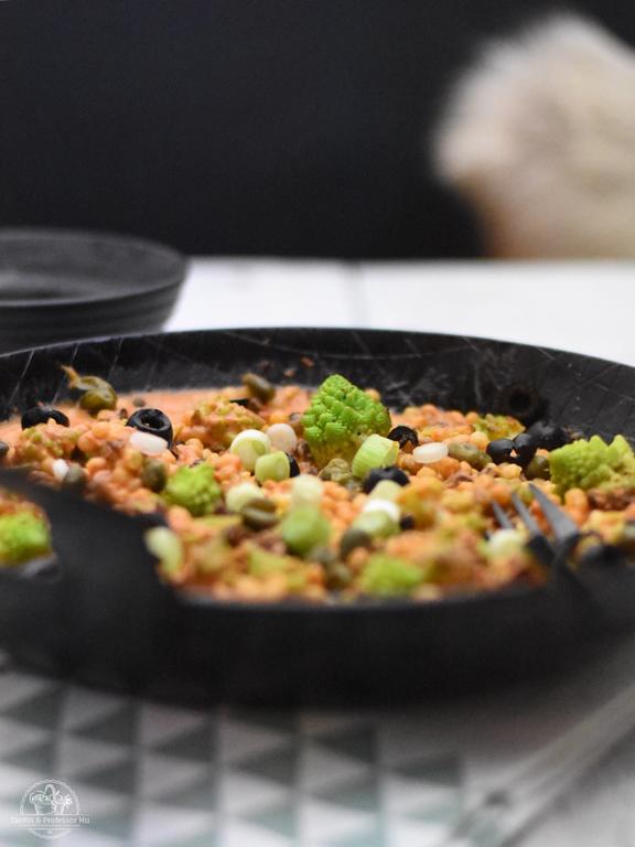 Vegane Romanesco-Fregola-Chili-Pfanne