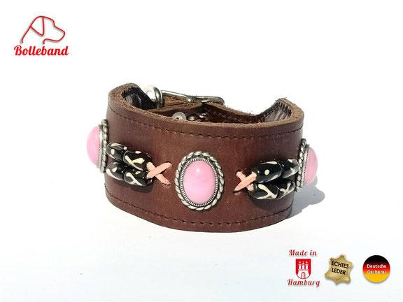 Dunkelbraunes Windhundhalsband mit rosa Perlen eingenähter Polsterung Innenfutter