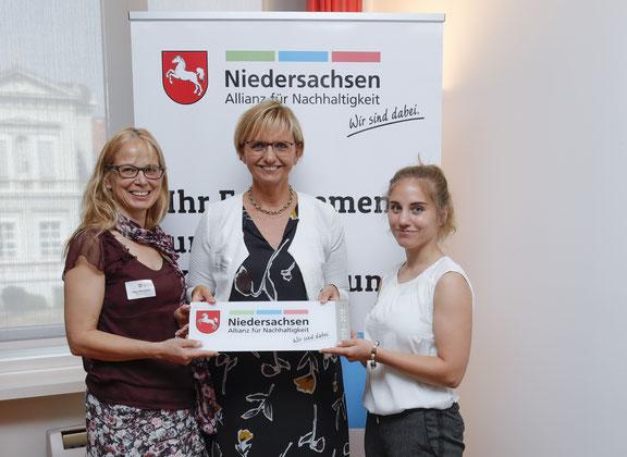 """Heideglas Uelzen erhält die Kennzeichnung """"Wir sind dabei."""" 2018 – 2019 der Niedersachsen Allianz für Nachhaltigkeit"""
