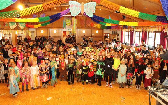 Unsere Kinder beleben zu den verschiedensten Anlässen den großen Saal im Rangersdorfer Kulturhaus